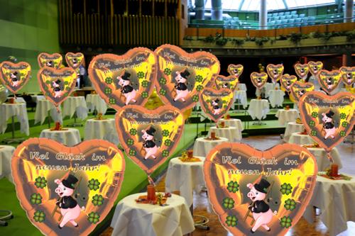 Silvester Dekoration Viel Glück im neuen Jahr, Herzluftballons mit Helium in Gold